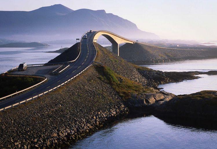 Живописнейшие автомобильные дороги со всего мира, 23 фото