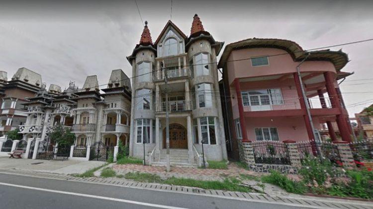 Шик цыганских домов, который не принято скрывать за заборами