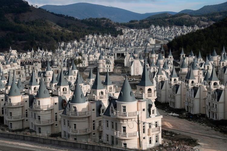 30 покинутых мест, которые из-за отсутствия людей стали немного мистическими