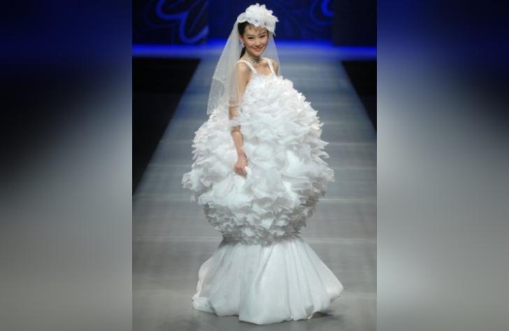 Нестандартные свадебные наряды для невест, 30 фото
